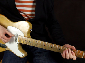 Как играть блюз рифф на гитаре — Shake your Hips